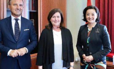 """""""KOHA QË INSTITUCIONET...""""/ Yuri Kim dhe Soreca takojnë Kryetaren e re të KED pas largimit të Dvoranit"""
