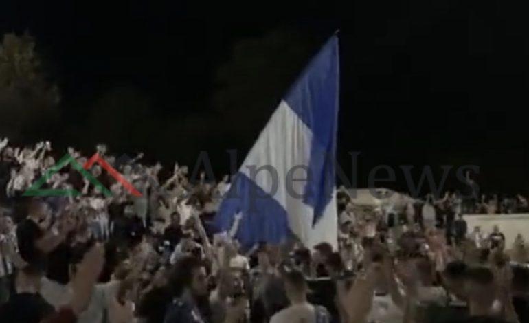 25 HERË KAMPIONE/ Shihni çfarë bëjnë TIFOZAT e Tiranës në shesh (PAMJET E FUNDIT)