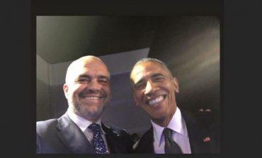 FOTOLAJM/ Rama bëhet nostalgjik, riposton selfien me Obamën 4 vite më parë