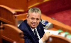 """""""VEMJE PA PIGMENT, SPURDHJAKË...""""/ Murrizi """"shpërthen"""" ndaj """"tradhtarëve"""" të opozitës parlamentare: Shqiptarët duan..."""