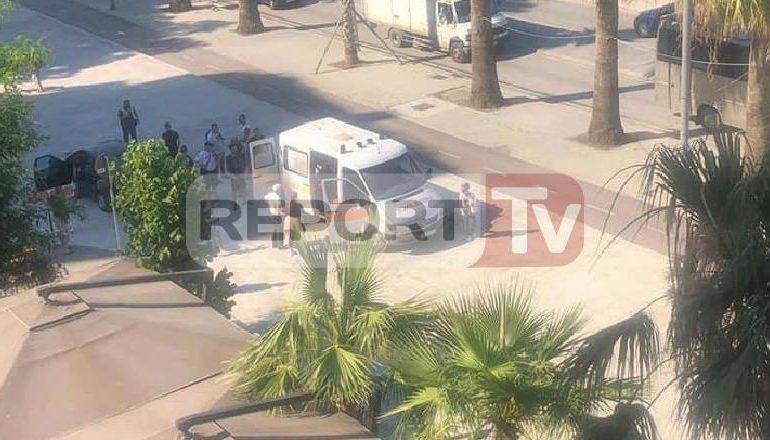 AKSIDENT NË LUNGOMAREN E VLORËS/ Makina përplas një këmbësor, dërgohet në spital me ambulancë i plagosuri