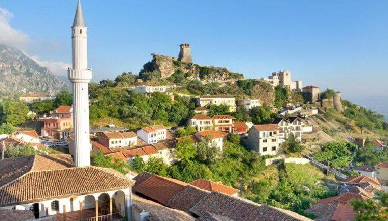 """""""IA VLEN TË VIZITOHEN…""""/ Faqja e njohur turistike: 10 qytete përrallash që mund të vizitoni në Shqipëri"""