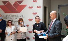 """""""LIBRI I KARANTINËS""""/ Ndahen çmimet e Konkursit nga Qendra Kombëtare e Librit dhe Leximit"""