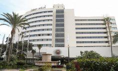 TRONDITËSE/ Turisti bie nga kati i 7 i hotelit, fat tragjik pëson edhe personi disa kate nën të