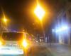 """E RËNDË/ Zjarri i fuqishëm përfshin banesat e vjetra në Durrës, policia e zjarrfikëset """"luftë"""" me flakët (VIDEO)"""
