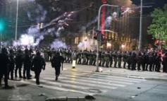 USHTRIA SERBE DEL KUNDËR URDHRIT TË VUÇIÇ/ Refuzon të ndalojë protestat në Beograd