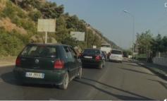 """PUSHUESIT KTHEHEN NGA PLAZHI/ Trafik i rënduar në disa akse. """"Mesazhe"""" optimiste për turizmin pas COVID-it"""