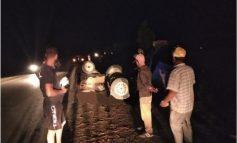 AKSIDENT NË AUTOSTRADËN LEVAN-TEPELENË/ Makina bujqësore përplaset me BMW dhe përmbyset, 2 të plagosur (FOTOT)