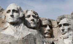 RREZIKU I PËRHAPJES SË KORONAVIRUSIT/ Trump vizitë në monumentin gjigant me rastin e pavarësisë
