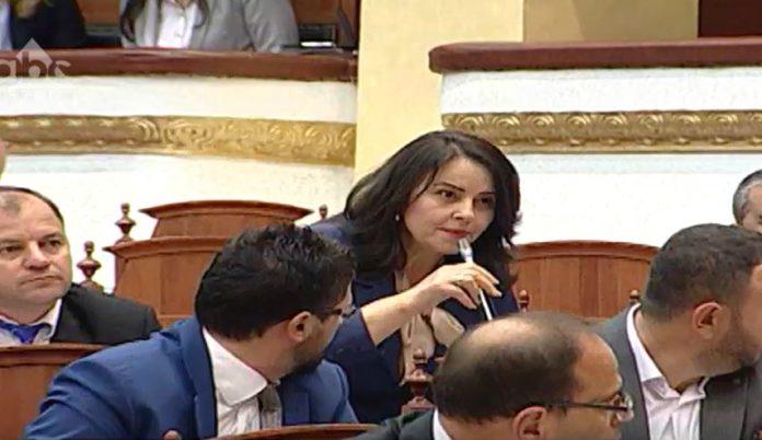 """TRE VOTA LARG MIRATIMIT/ Edhe deputetja e opozitës deklaron votën PRO """"Zgjedhores"""": Maxhoranca t'i qëndrojë zotimit"""