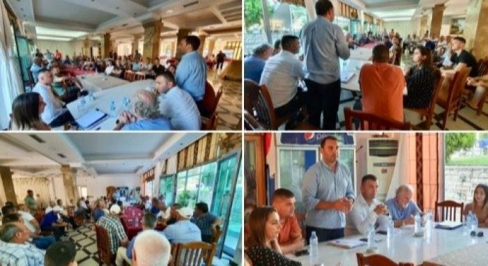 """ALARMANTE/ Covidi """"shpërthen"""" në Shqipëri, por Kreu i FRPD nuk pyet. Mbledh qytetarët në Laç pa asnjë masë mbrojtëse"""