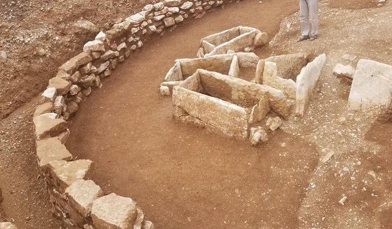 """""""ZBULIM SHUMË I MADH""""/ Himarë, del në dritë varreza tumulare e shekullit XV-XII p. Kr"""