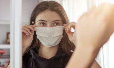 KËSHILLAT/ Dëmtimet e lëkurës nga maskat, sidomos në këto ditë të nxehta