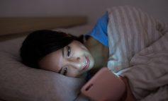 STUDIMI/ Shkencëtarët zbulojnë pasojat që mund të kenë të rinjtë që flenë vonë