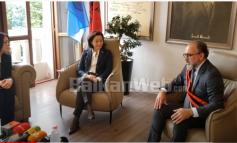 VIZITA NË VLORË/ Yuri Kim në zyrën e kryebashkiakut Leli: Me rëndësi zbatimi i reformave, ofron besim për investime në ven