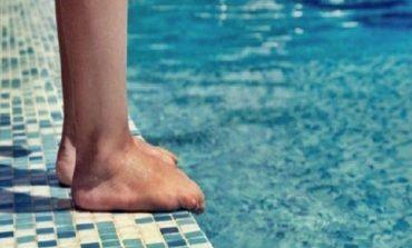 E RËNDË NË DURRËS/ Mbytet një 10-vjeçar teksa lahej në pishinë