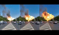 """PAMJE TË FRIKSHME/ Ja se si shpërthen karburanti në Rusi, zjarrfikësit """"fluturojnë"""" nga vala goditëse (VIDEO)"""
