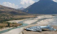 E RËNDË/ Gjendet trupi i pajetë i një 44 vjeçare në Memaliaj, dyshohet të jetë mbytur në Vjosë