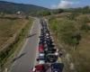 MEDIA ITALIANE NXJERR PAMJE NGA AJRI/ Radhë mbi 20 km mes Shqipërisë dhe Greqisë, mijëra punëtorë të bllokuar në kufi nga masat anti-Covid (VIDEO)