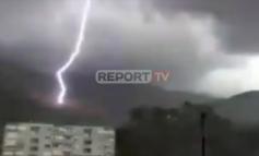 MOTI I KEQ/ Rrufeja shkarkon në malin Sopot në Delvinë, digjet sipërfaqja e tokës (VIDEO)