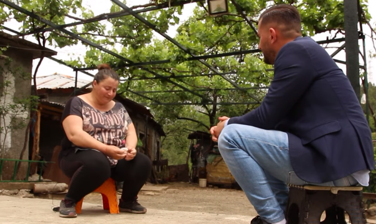 NGA DHUNA E BRAKTISJA TEK PËRBALLJA ME SKAMJEN/ Historia e nënës që luftoi kundër të gjithëve për të sjellë në jetë një djalë (VIDEO)