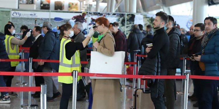 """MASKAT JANË TË DETYRUESHME/ Aeroporti """"Nënë Tereza"""", konfirmon 38 fluturime për të dielën. Ja destinacionet"""