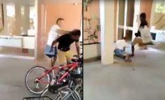 """""""BËN ZHURMË…TË Q* ROBT""""/ Shqiptari i bërtet dhe qëllon emigrantin me ngjyrë në Itali por ai e shtrin përtokë (VIDEO)"""