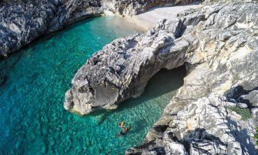 DESTINACIONI I DITËS/ Gjiri i Dafinës, një mrekulli shqiptare që duhet eksploruar në këtë sezon turistik (PAMJET)