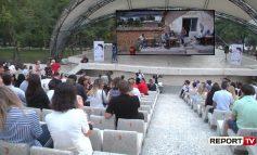 """PREMIERA E FILMIT """"LIQENI IM""""/ Gjergj Xhuvani """"mbledh"""" publikun në amfiteatër me veprën e fundit"""