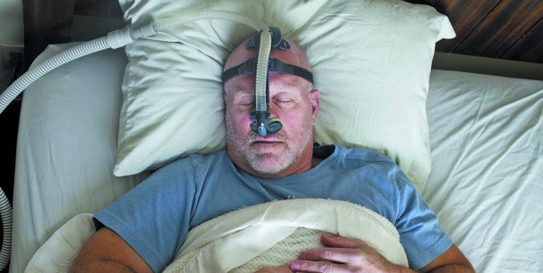 SHOKUESE/ Paralajmërojnë shkencëtarët: Nëse ju ndodh kjo gjatë natës, rreziku që të sëmureni nga koronavirusi është tri herë rrezik më i madh
