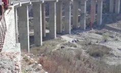 """TRAGJIKE/ Po punonte në """"Rrugën e Arbrit"""", bie nga ura dhe humb jetën 53 vjeçari (EMRI)"""