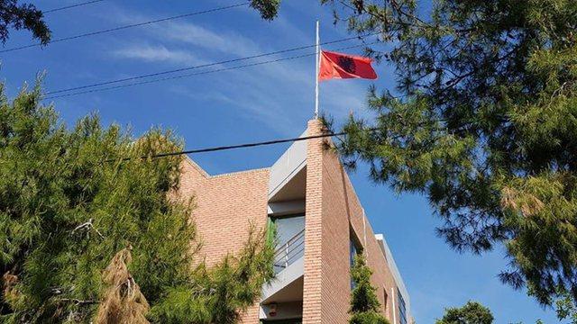PUNONJËSI POZITIV ME COVID/ Mbyllet ambasada shqiptare në Athinë