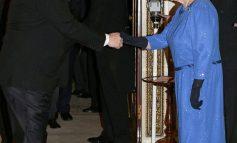 U DËNUA ME 23 VITE BURG PËR NGACMIM SEKSUAL/ Mbretëresha Elizabeth i heq titullin prestigjioz Weinstein-it (FOTOT)