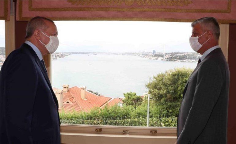 PAS KRITIKAVE PËR AMBASADËN E KOSOVËS NË JERUSALEM/ Thaçi drekon në Stamboll me Erdogan
