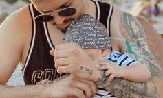 """""""ME DJALIN NË KRAHË""""/ Elgit Doda vendos ta përjetësojë këtë kujtim me Krid, këngëtari bën tatuazh vogëlushin"""