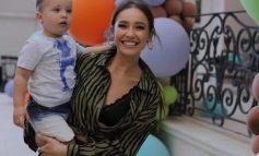 """""""KAM KALUAR SHUMË KOHË NË FILLIM...""""/ Jona Spahiu flet për mëmësinë dhe i frymëzon të gjitha mamatë me këtë shkrim (FOTOT)"""