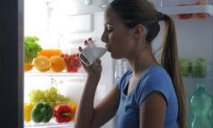 STUDIMI/ Disa arsye pse duhet të pimë qumësht para se të shkojmë në shtrat për të fjetur
