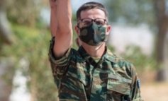 FOTOLAJM/ Djali i Mitsotakis shkon si ushtar në kufi me Turqinë, kryeministri grek krenohet me të