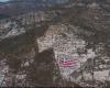 PROVOKIM NË KUFI? Droni me himnin e Turqisë në sfond njollos me ngjyrë të kuqe flamurin grek (VIDEO)