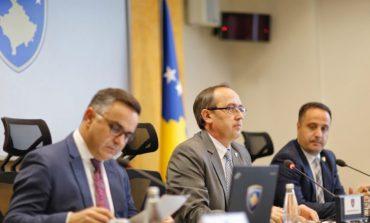 VIZITA E RICHARD GRENELL/ Hoti mbledh kabinetin qeveritar të Kosovës