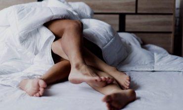 DONI TA BËNI PËR VETE PARTNERIN? Këto janë 8 ide për një natë seksi që ai s'do ta harrojë kurrë