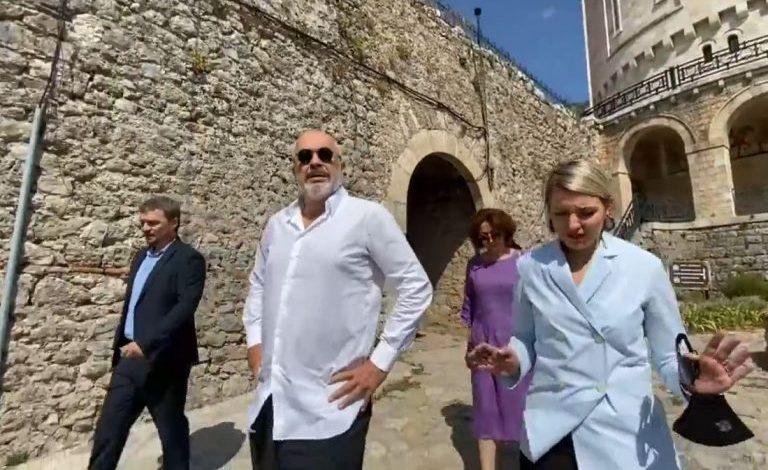 U DËMTUA NGA TËRMETI/ Nis puna për restaurimin e Kalasë së Krujës, Rama: Do bëhet më e vizitueshme dhe më e…