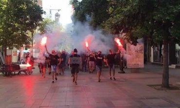 """""""SHQIPTAR I VDEKUR, SHQIPTAR I MIRË""""/ Arrestohen 16 të rinj në Shkup për thirrjet raciste"""