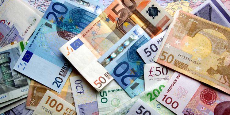 EFEKTI I PANDEMISË/ Shqiptarët nuk bëjnë shpenzime por rrisin depozitat