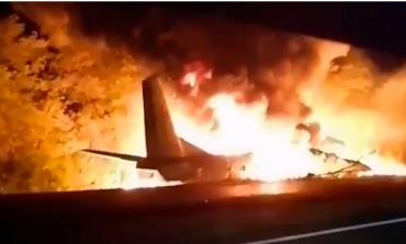 TRAGJEDI NË UKRAINË/ Rrëzohet avioni ushtarak afër Kharkiv, vdesin 22 anëtarë të bordit, shumica studentë (VIDEO)
