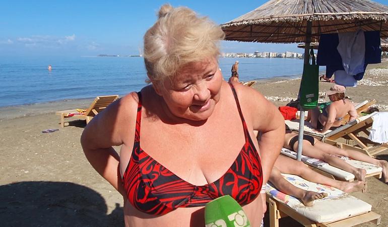 BJELLORUSËT NUK I NDAHEN VLORËS/ Sa del dielli, në plazh edhe ukrainasit me pushime në Shqipëri