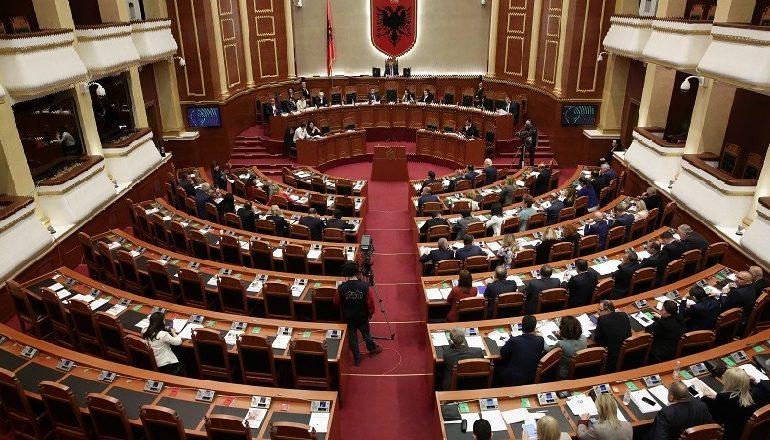 KODI ZGJEDHOR/ Kuvendi rrëzon dekretin e Metës…