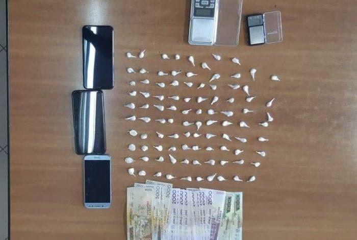 """ME 190 GRAMË HEROINË DHE 93 DOZA KOKAINË ME VETE/ Arrestohen dy të rinjtë në Tiranë, """"Operacionalja"""" i kap duke shpërndarë në Astir (EMRAT)"""