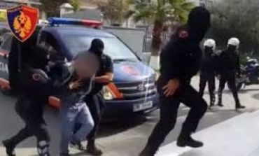 NGA PËRNDJEKJA TEK DHUNA NDAJ BASHKËSHORTES/ Arrestohen 5 persona në Fier, mes tyre një i shpallur në kërkim