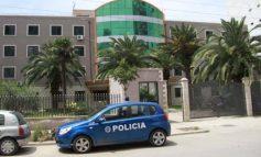 I MOSHUARI NDËRRON JETË NË SPITAL PAS AKSIDENTIT/ Policia e Durrësit prangos 20-vjeçaren, ishte pa patentë, ia mbathi kur…